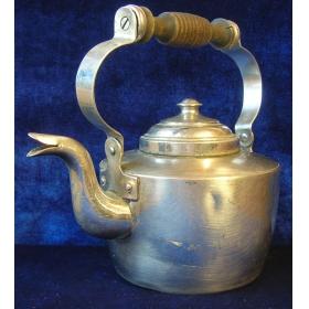 Винтажный чайник из меди с деревянной ручкой